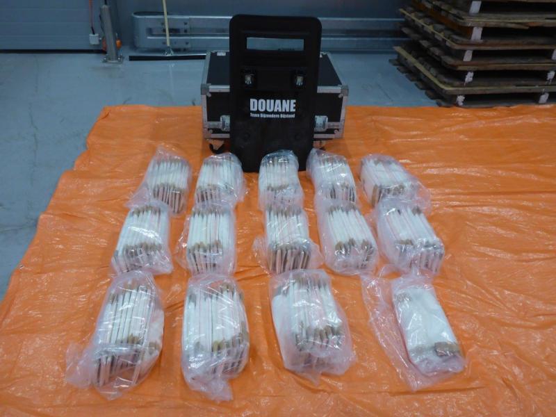 Douane vindt 66 kg coke tussen lading ananassen (Foto: Openbaar Ministerie)