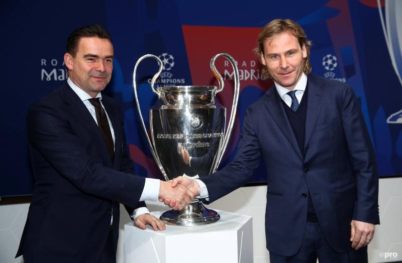 Overmars met Juventus-vicevoorzitter Pavel Nedved bij de loting vanmiddag (Pro Shots / Action Images)