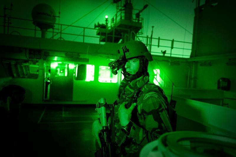 Ook particulieren mogen koopvaardij gaan beschermen (Foto: archieffoto Defensie.nl)