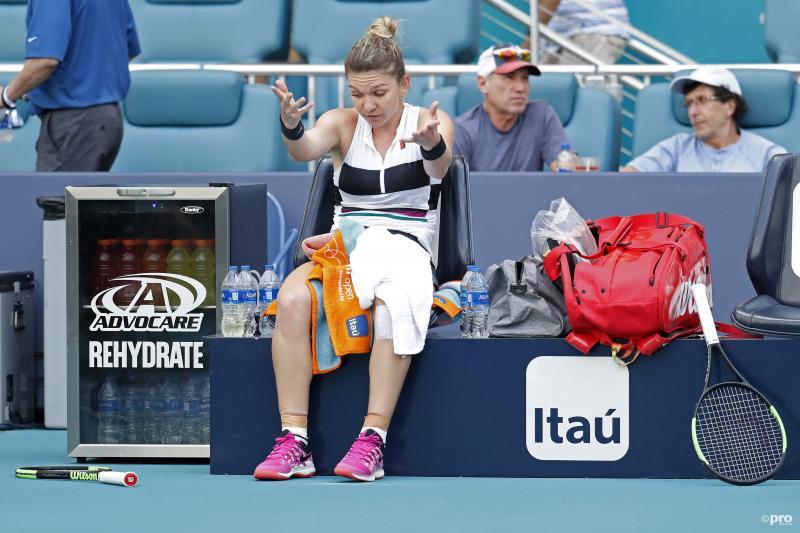Er is iets aan de hand met Simone Halep tijdens het WTA toernooi van Miami, maar wat is hier gaande? (Pro Shots / SIPA USA)