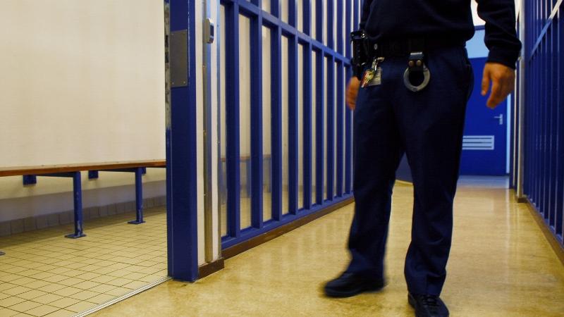 Zakkenroller aangehouden in de cel (Foto: Stockfoto politie.nl)