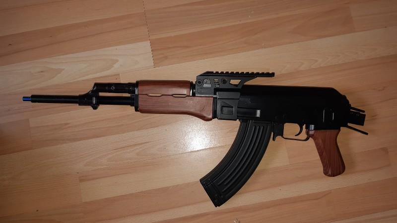 Overlastmelding levert kwekerij en nep AK47 op (Foto: Politie)
