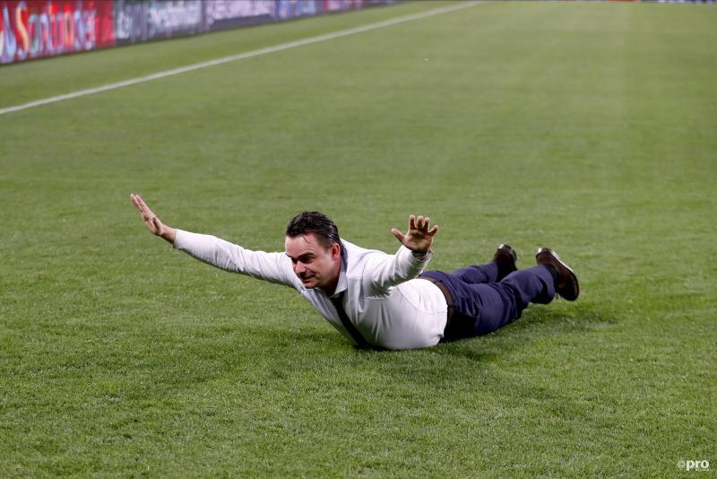 Marc Overmars had er zin in na de gewonnen wedstrijd van Ajax tegen Juventus, wat is een leuk onderschrift bij deze foto? (Pro Shots / Stanley Gontha)