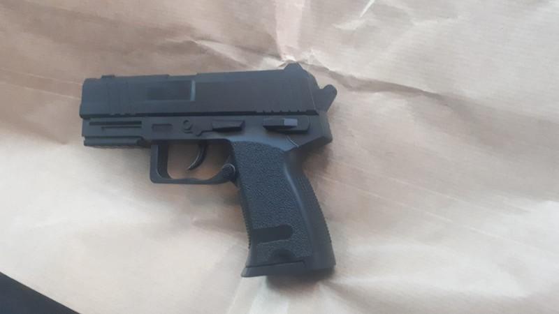 16-jarige opgepakt met nepvuurwapen (Foto: Politie)