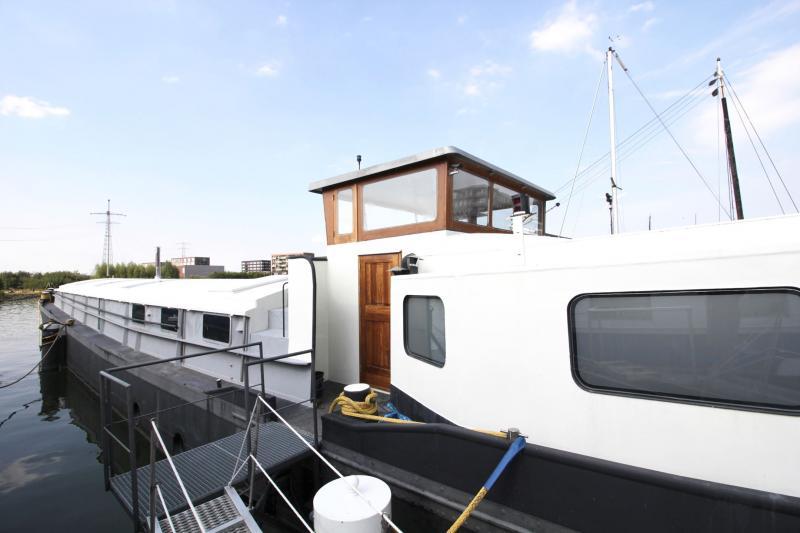 Woonbootje in Amsterdam (Foto: Funda)