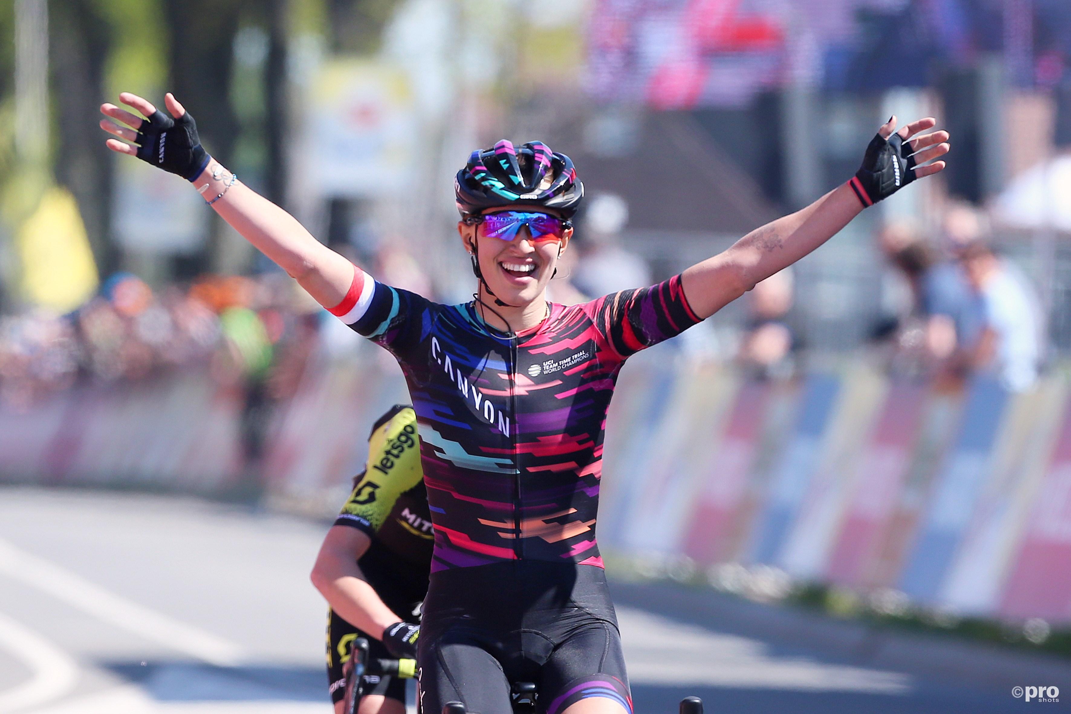 Niewiadoma wint net voor Van Vleuten Amstel Gold Race (Pro Shots / George Deswijzen)