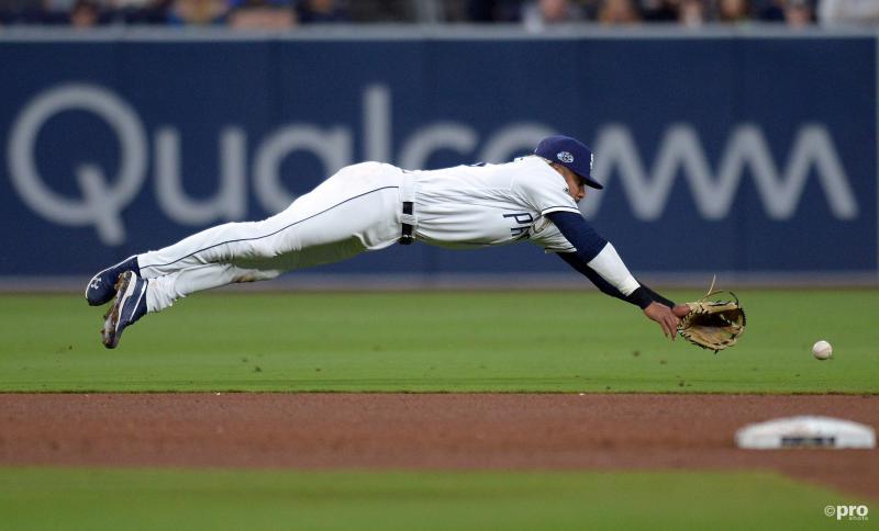 Fernando Tatis Jr. van San Diego Padres maakt deze prachtige snoekduik, wat is een leuk onderschrift bij deze foto? (Pro Shots / Action Images)