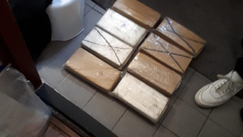 75 kg coke en honderdduizend euro: twee arrestaties (Foto: Politie)