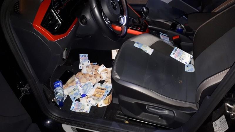 Geld moet rollen, werd wel heel letterlijk genomen... (Foto: Politie)
