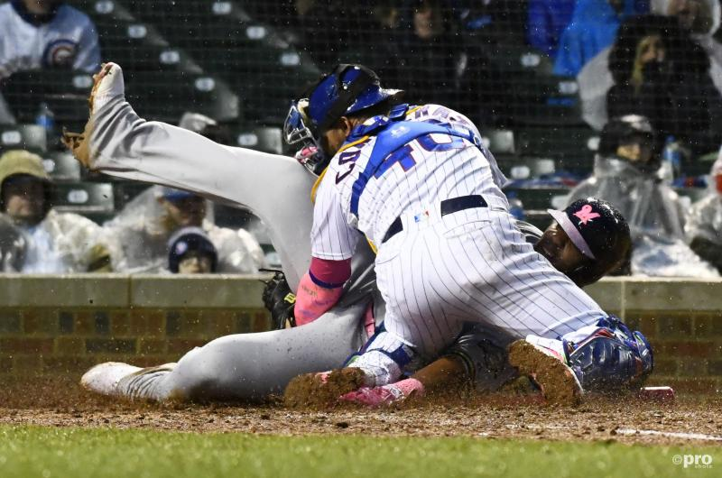 Chicago Cubs-catcher Willson Contreras (40) en Milwaukee Brewers-first baseman Jesus Aguilar hebben een aanvaring, wat is hier gaande? (Pro Shots / Action Images)