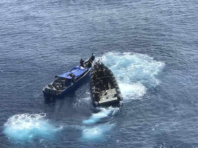 Marineschip Zr.Ms. Groningen onderschept ruim 1600 kilo cocaïne (Foto: Defensie)