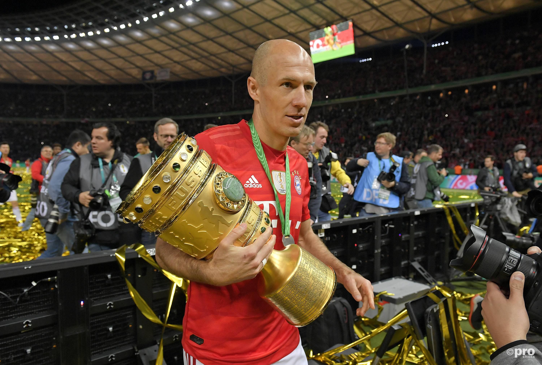 Robben met de DFB Pokal. (PRO SHOTS/Imago)