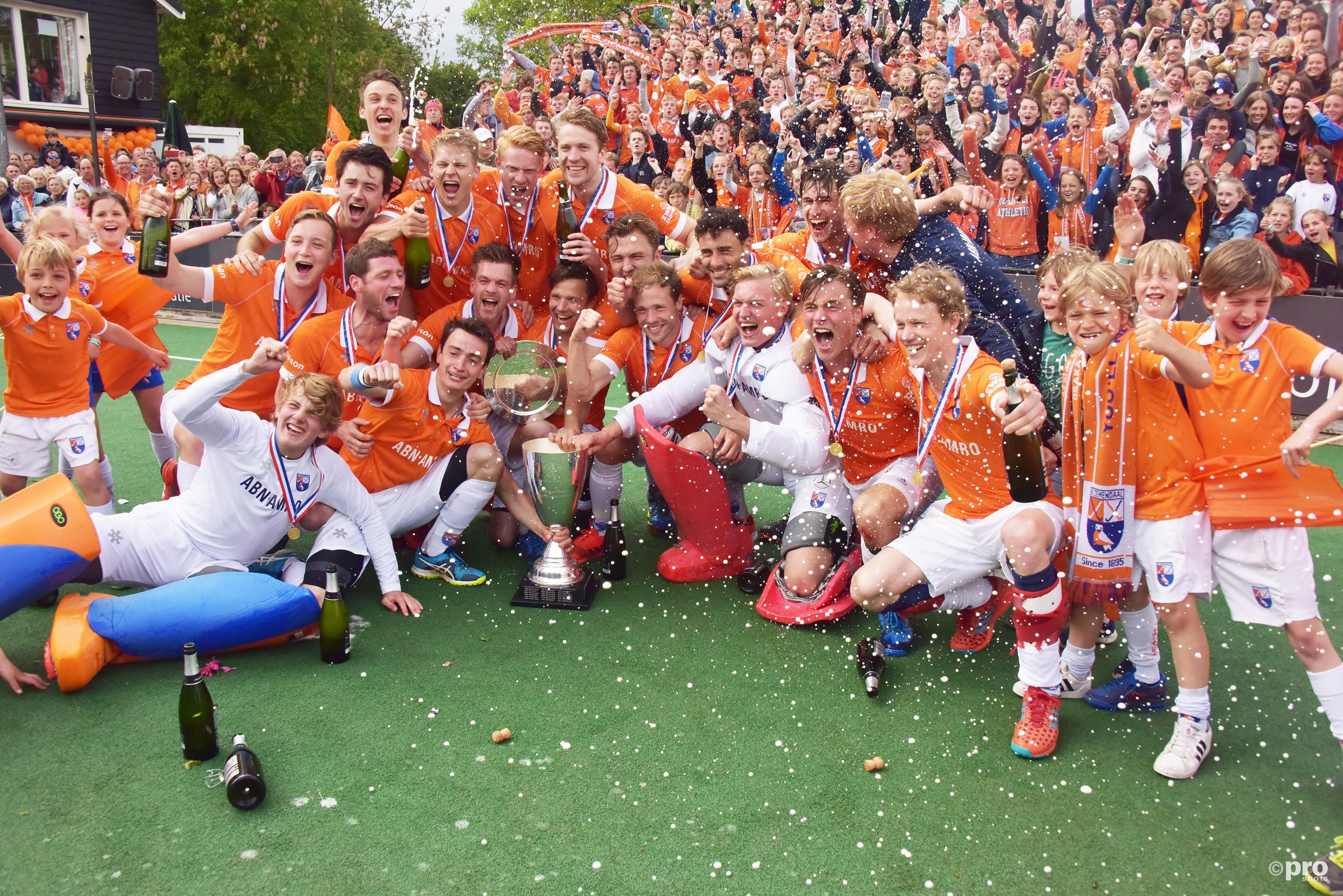 Bloemendaal na negen jaar weer kampioen. (PRO SHOTS/Ankie Hogewind_