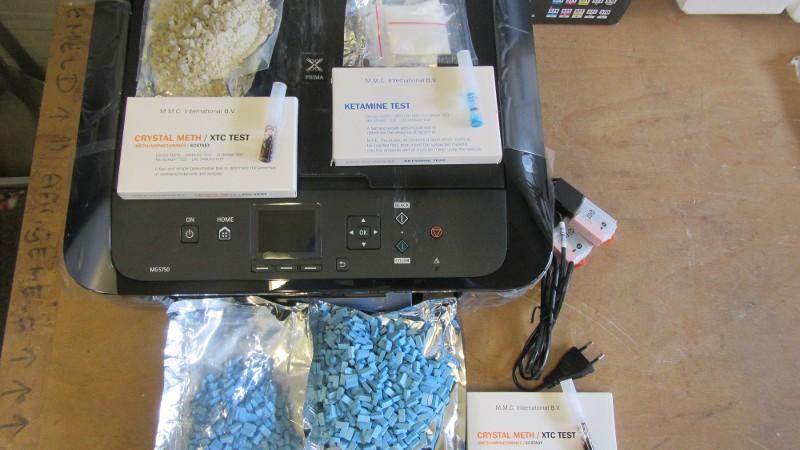 Man opgepakt voor versturen drugs in printers en friteuses (Foto: Politie)