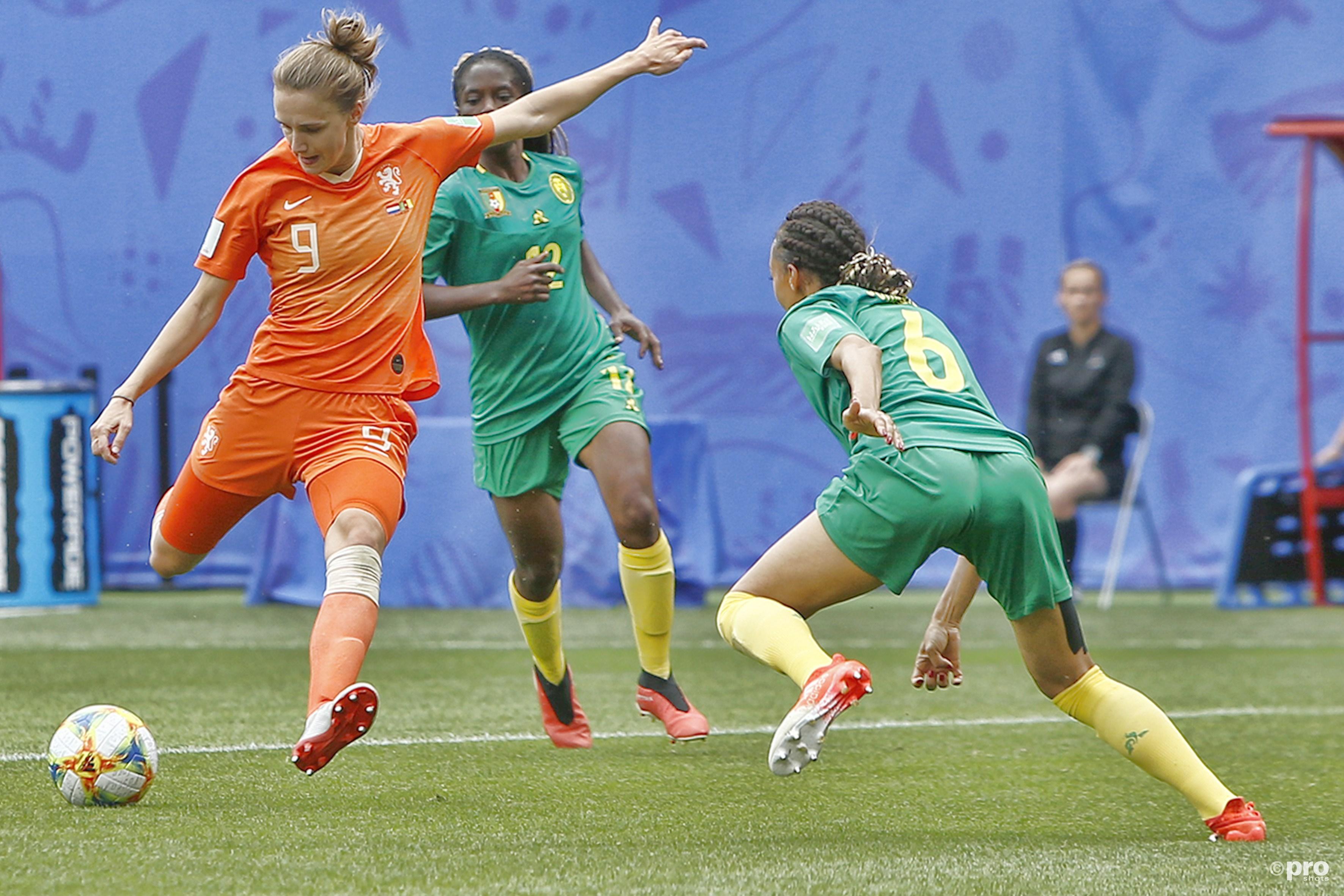 Voetbalsters naar achtste finales dankzij twee doelpunten van Miedema (Pro Shots / Remko Kool)