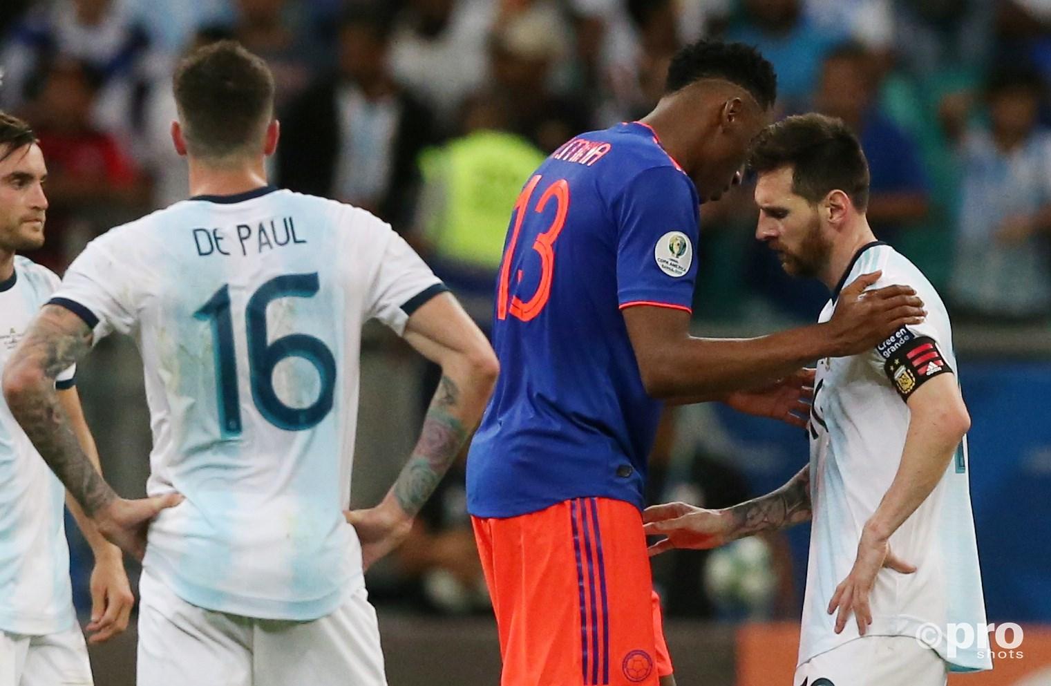 Yerry Mina probeert Messi nog een beetje op te vrolijken. (PRO SHOTS/Action Images)