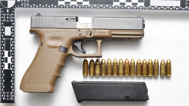 Het aangetroffen vuurwapen (Foto: Politie)