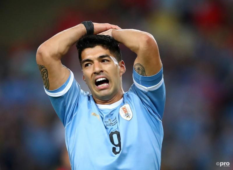 Suarez vindt dat keeper hands maakt in eigen strafschopgebied (Pro Shots / Action Images)