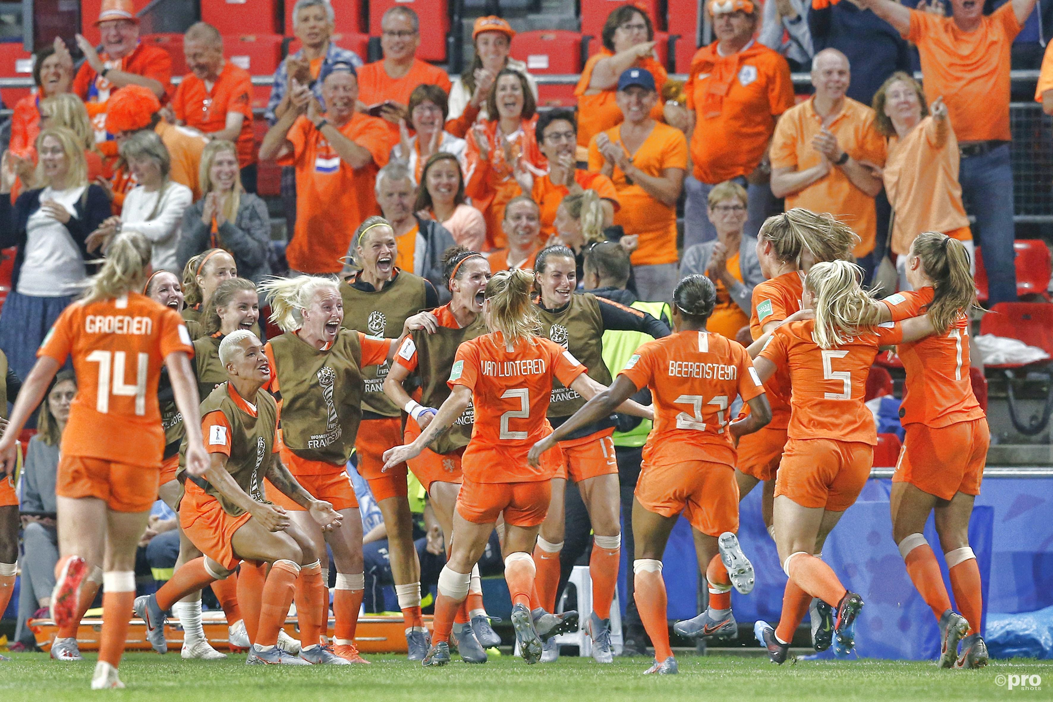 Nederlands vrouwenelftal door naar kwartfinale op WK voetbal (Pro Shots / Remko Kool)