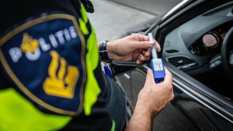 De speekseltest (Afbeelding: Stockfoto politie.nl)