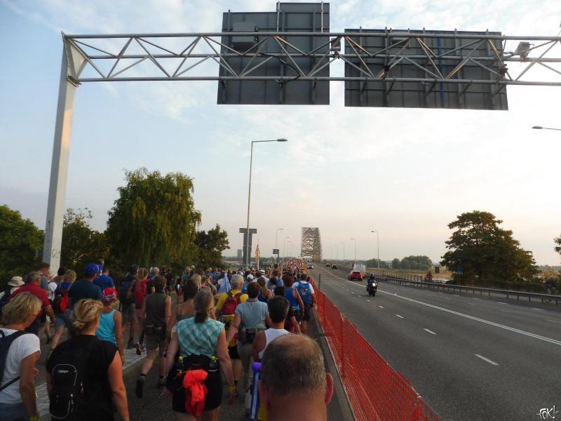 Nijmeegse Vierdaagse begint met uitstekend wandelweer (Foto: FOK!)