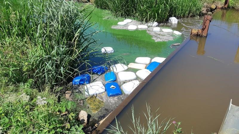 Politie zoekt getuigen dumpen vaten in Roosendaalse Vliet (Afbeelding: Politie)