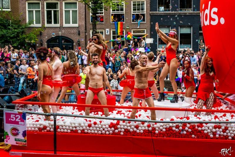Een foto van de Canal Parade in 2019 (Foto: Ronald Huiberse)