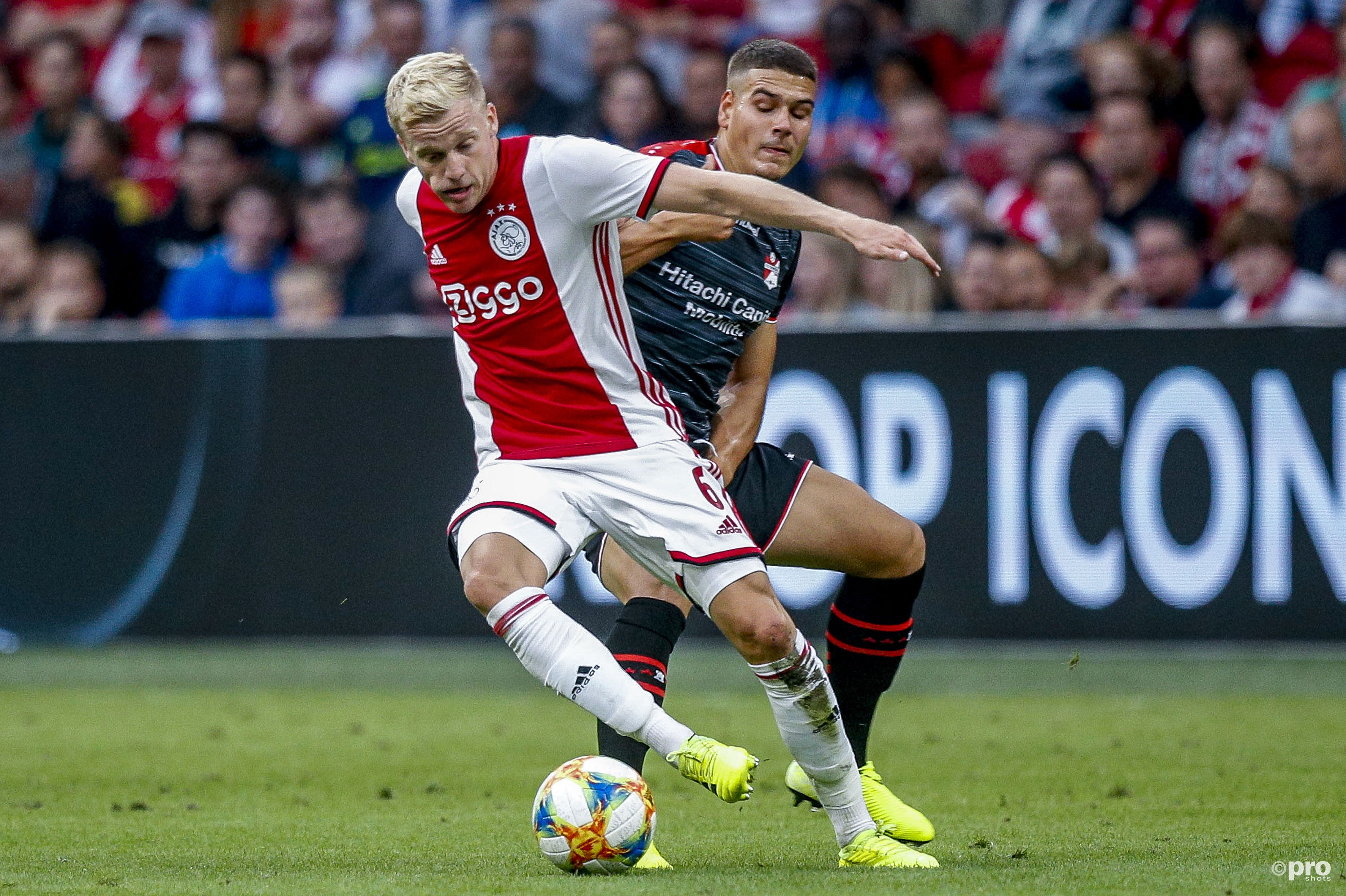 Ajax wint van Emmen. (PRO SHOTS/Joep Leenen)