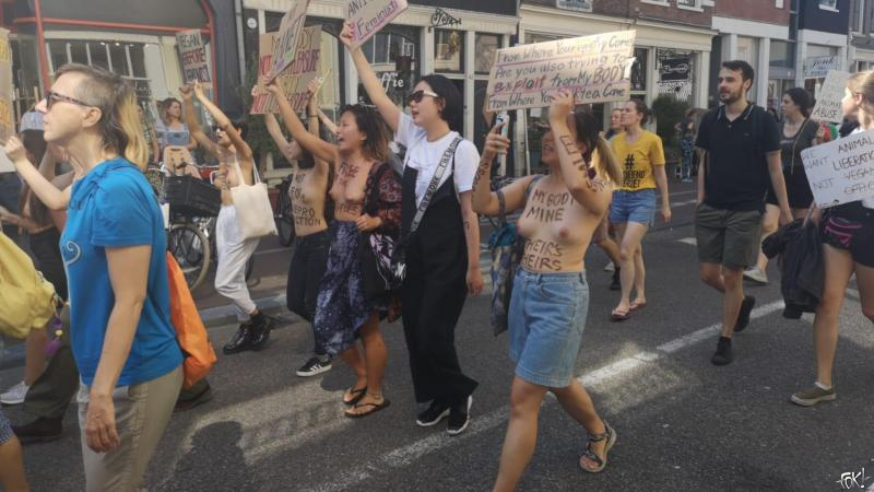 Blote tetten tijdens Animal Rights protest actie in Amsterdam  (Foto: FOK!)