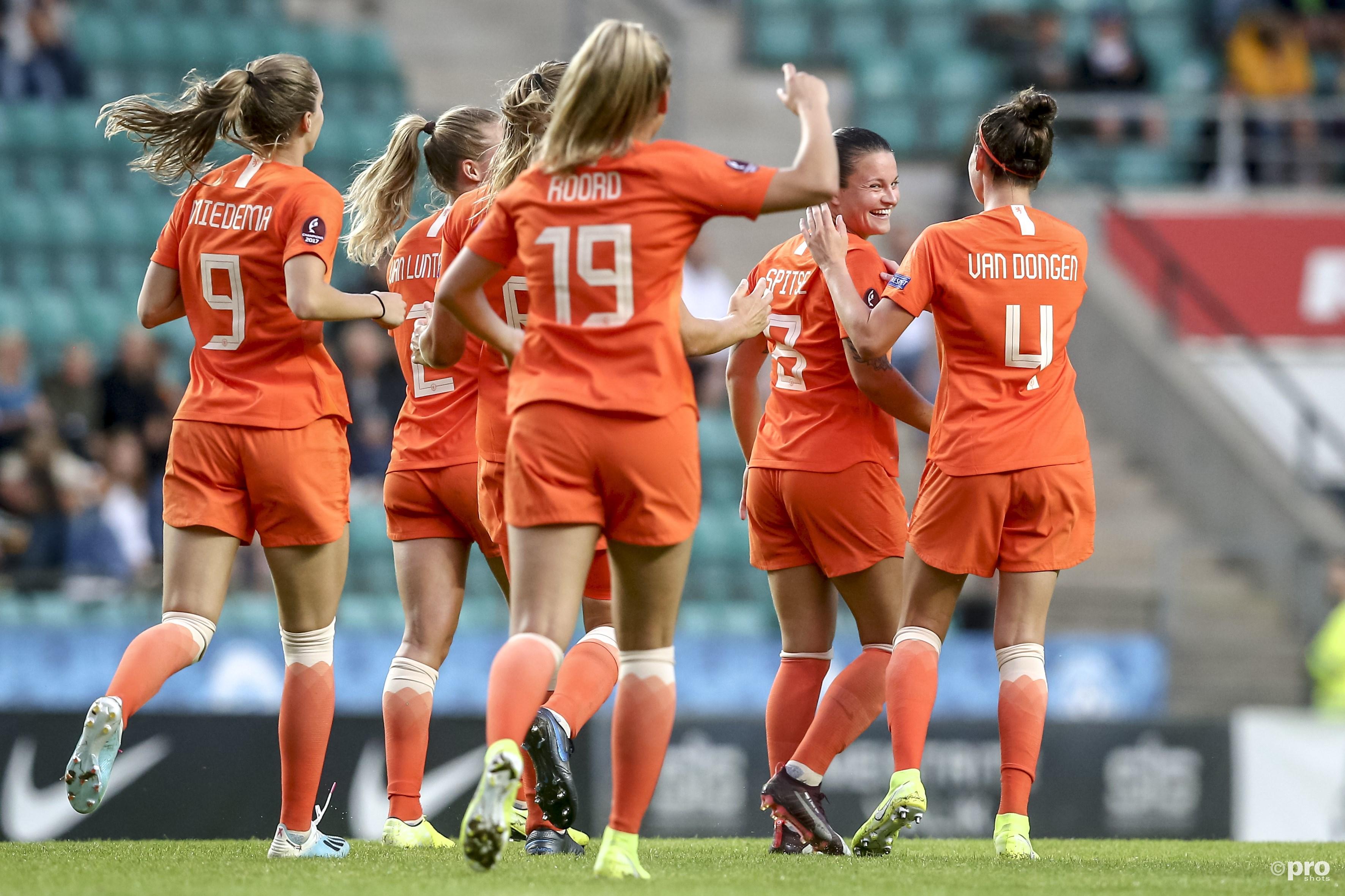 Nederlandse voetbalsters beginnen EK-kwalificatie met zevenklapper tegen Estland (Pro Shots / Remko Kool)