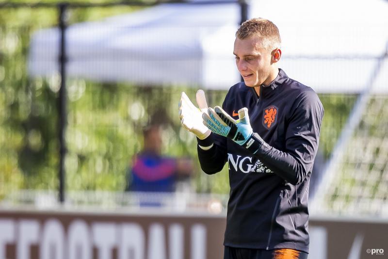 Wat is er gaande met Jasper Cillessen tijdens de training van het Nederlands elftal? (Pro Shots / Joep Leenen)