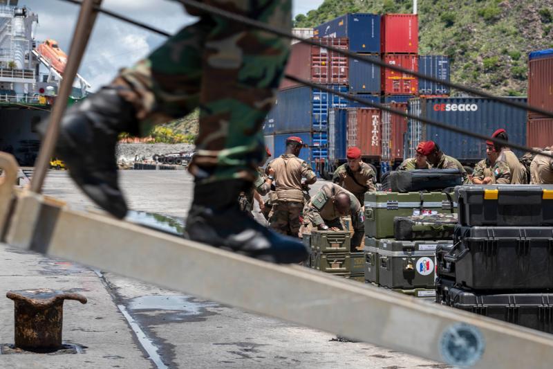 Nederlandse militairen aangekomen op Bahama's (Foto: Ministerie van Defensie)