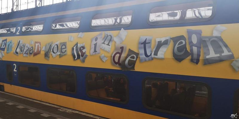 Lezen doe je in de trein  (Foto: FOK!)
