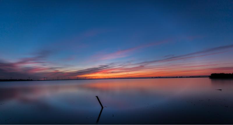 De lucht vlak voor zonsopgang bij het Eemmeer  (Foto: Klapmongeaul)