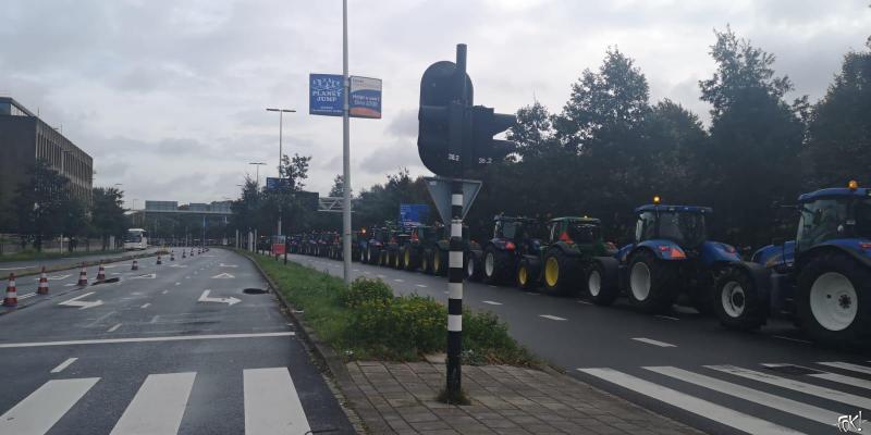 Rij tractoren (Foto: FOK!)
