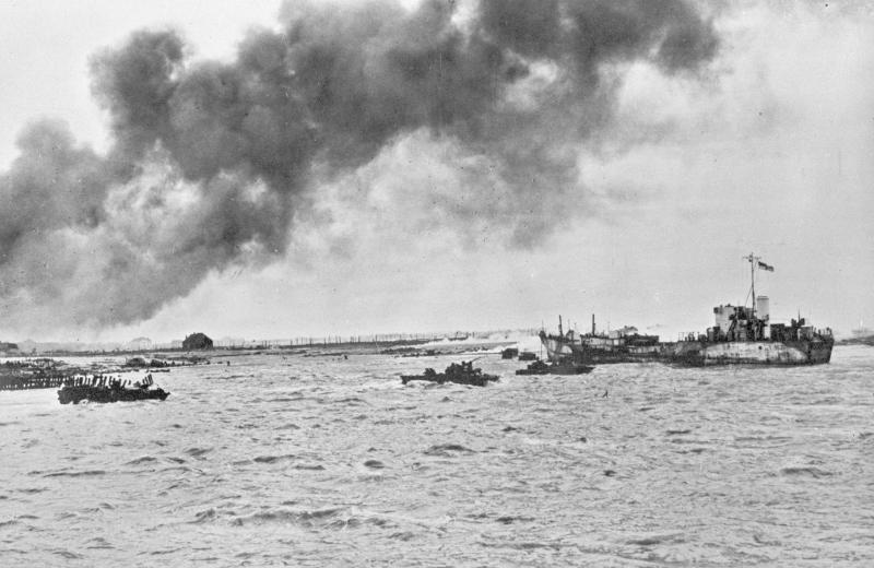 Invasie van Walcheren, door commando's van het Eerste Canadese Leger, om de haven van Antwerpen bereikbaar te maken voor de bevoorrading van de geallieerde strijdkrachten in West-Europa (Foto: Collectie Nederlands Instituut voor Militaire Historie)