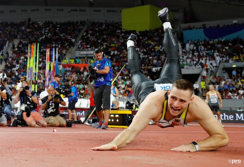 Speerwerper Johannes Vetter komt niet heel prettig neer tijdens het WK atletiek, wat is hier gaande? (Pro Shots / Action Images)