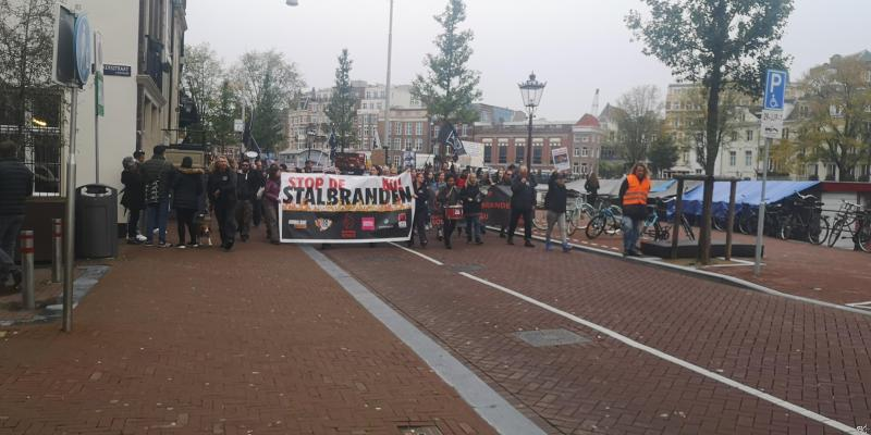 Mars Animal Rights Stop de stalbranden nu  (Foto: FOK!)