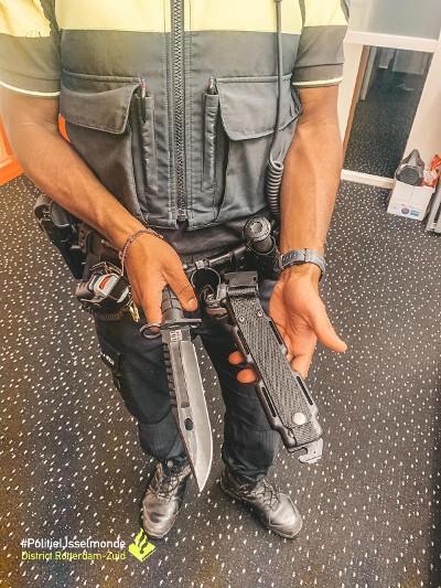Een deel van de aangetroffen wapens (Afbeelding: Politie IJsselmonde)
