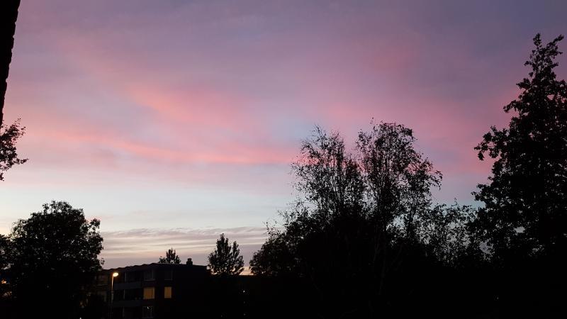 De lucht gisteravond boven Purmerend. (Foto: spylacopa_68 )