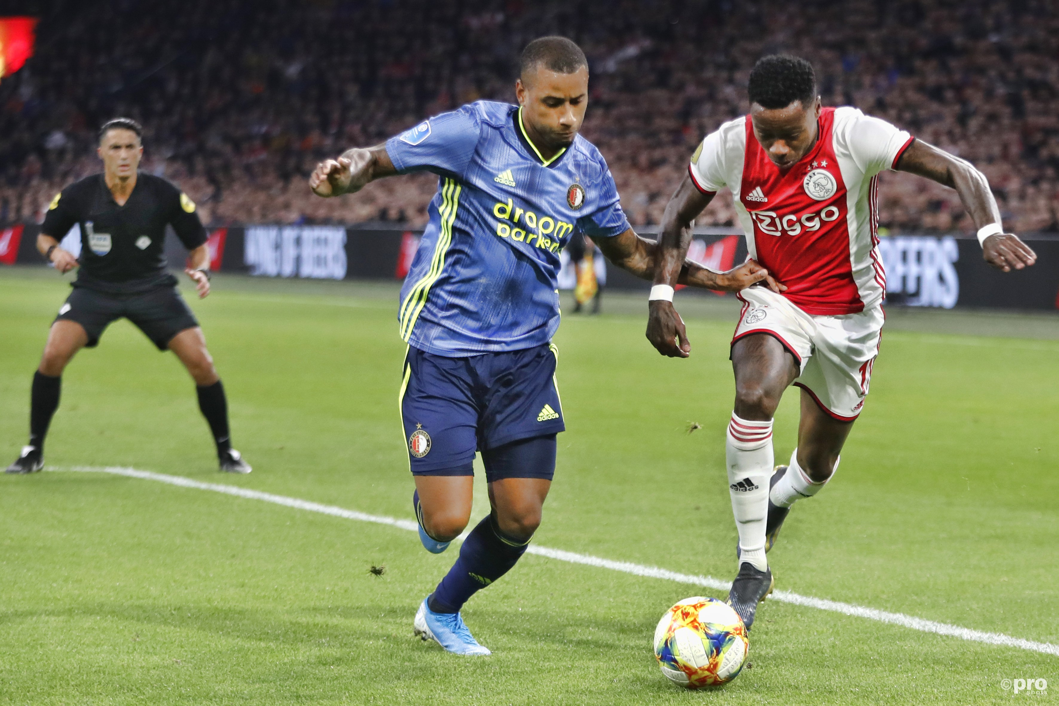Ajax wint de klassieker. (PRO SHOTS/Stanley Gontha)