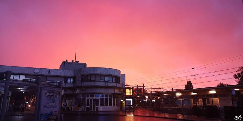 Op een klein stationnetje, 's Morgens in de vroegte...