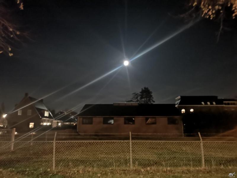 Maan boven Wognum (Foto: FOK!)