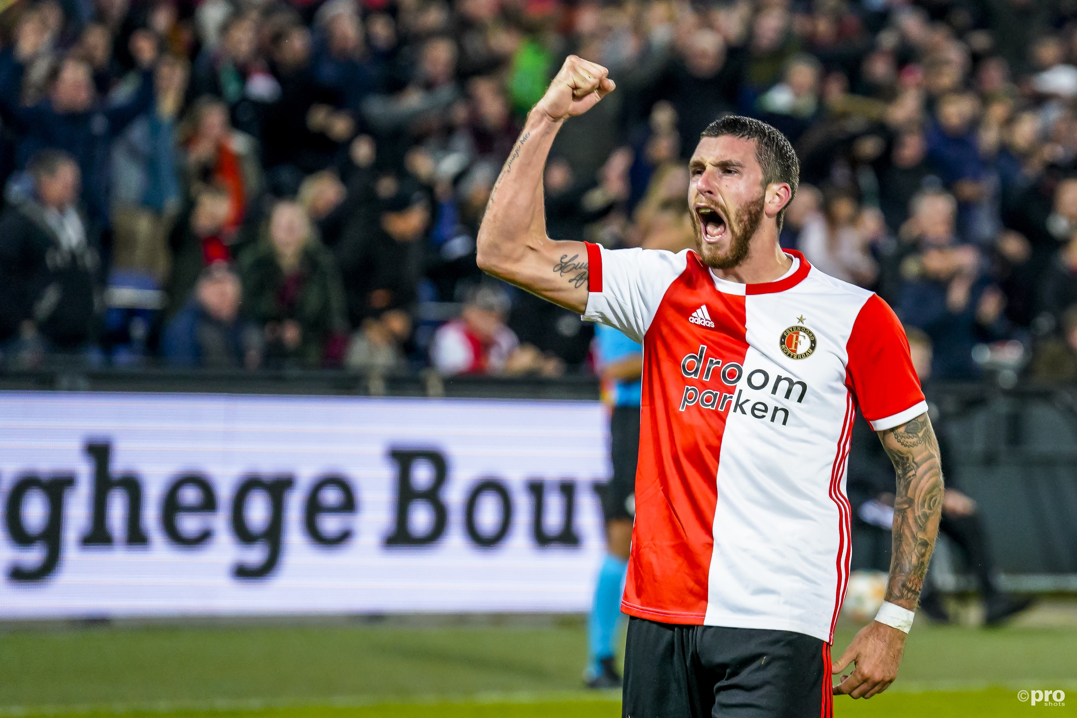 Senesi juicht nadat hij de 3-2 binnen kopte(Pro Shots / Marcel van Dorst)