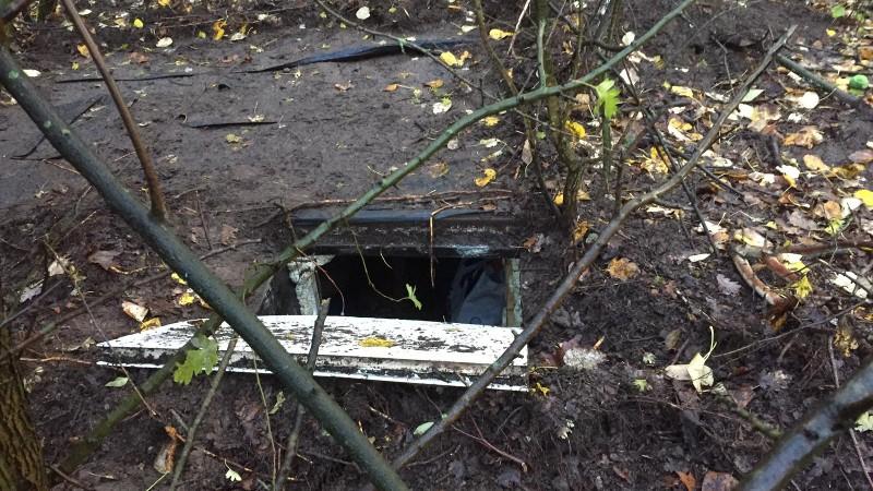 Ondergrondse wapenopslag ontdekt in Kamp Oss (Afbeelding: Politie)