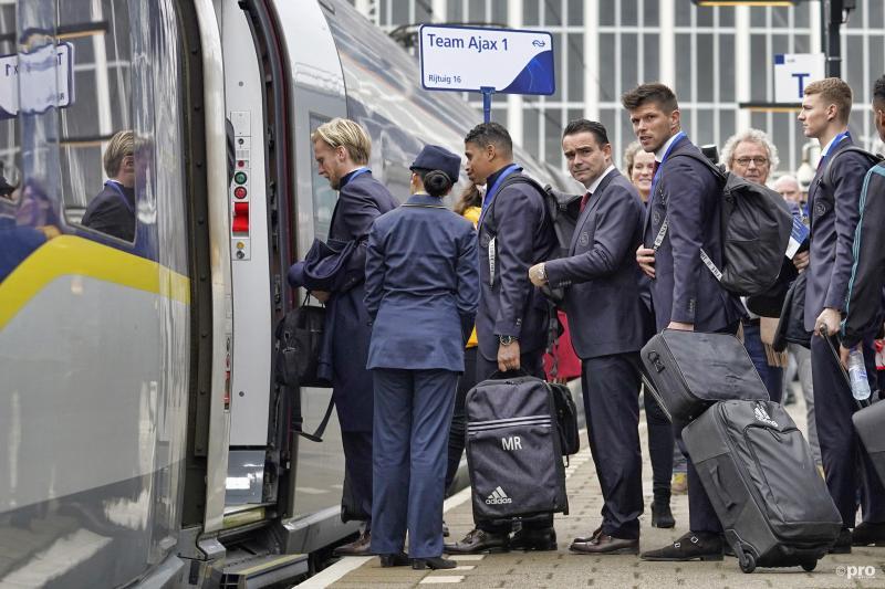 Ajax reisde per trein naar hun Champions League-wedstrijd, wat is een leuk onderschrift voor de foto? (Pro Shots / Stanley Gontha)