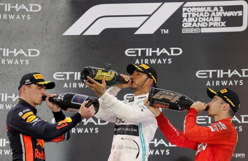 Lewis Hamilton, Max Verstappen en Charles Leclerc vieren hun podium na de Grand Prix van Abi Dhabi, wat is een leuk onderschrift bij deze foto? (Pro Shots / Action Images)