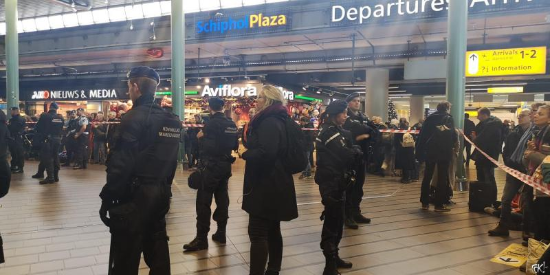 Ontruiming Protestival op Schiphol  (Foto: FOK!)