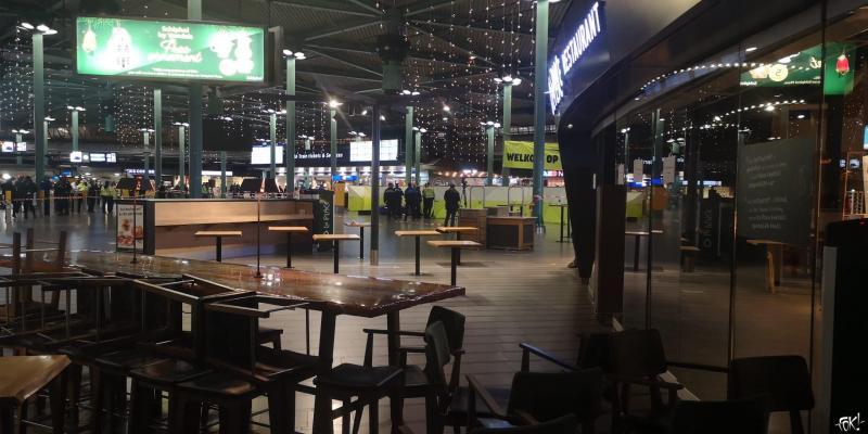Schiphol plaza is ontruimd (Foto: FOK!)