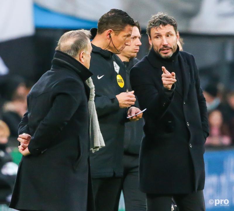 Wat zegt Mark van Bommel hier tegen Dick Advocaat tijdens zijn laatste wedstrijd al coach van PSV? (Pro Shots / Mischa Keemink)
